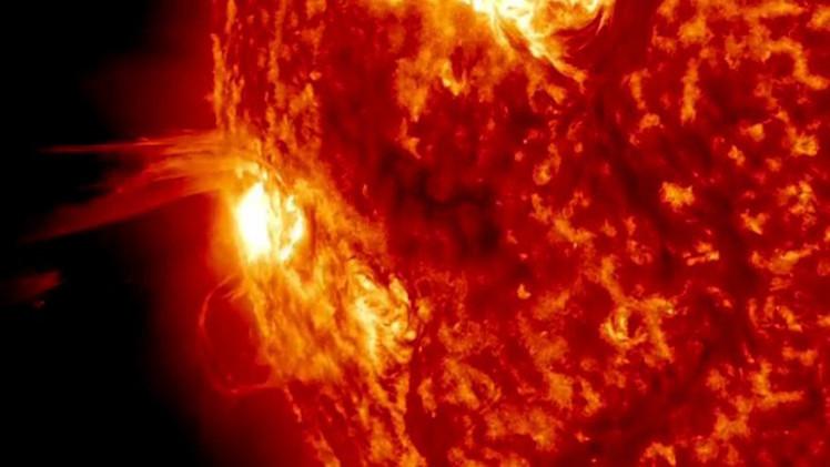 بالفيديو.. رصد انفجارات وتوهجات شمسية قوية