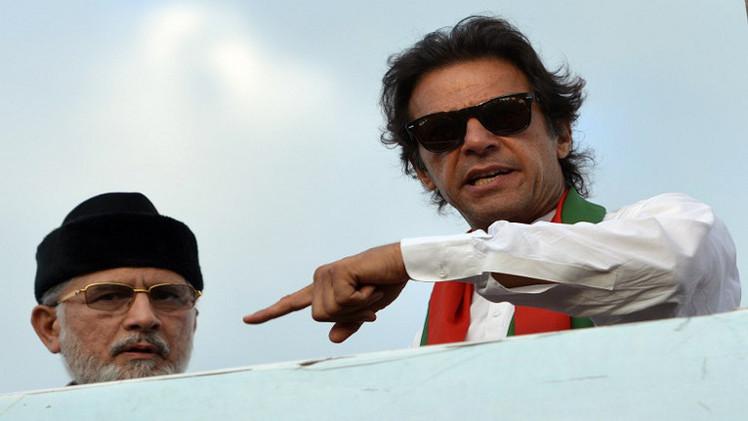 رئيس حزب عمران خان المعارض ينشق عن حركة الاحتجاج في باكستان