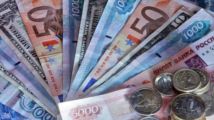ارتفاع الروبل أمام الدولار واليورو بداية تعاملات الخميس