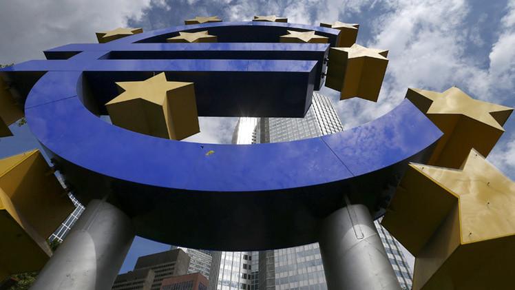 اليورو يهوي بعد قرار المركزي الأوروبي المفاجئ خفض سعر الفائدة
