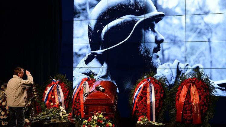 مراسم تشييع المصور الروسي آندريه ستينين في موسكو