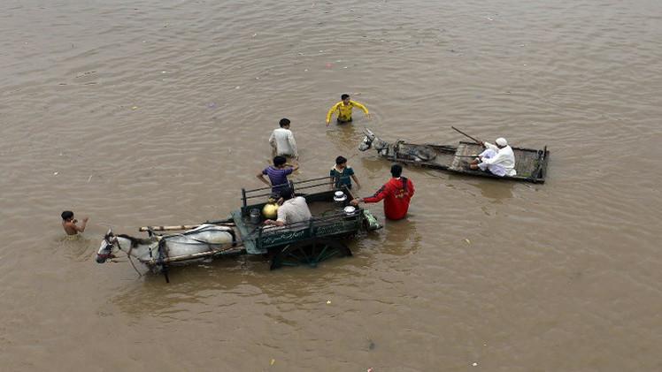 ارتفاع حصيلة ضحايا الأمطار الموسمية في باكستان إلى 110 (فيديو)