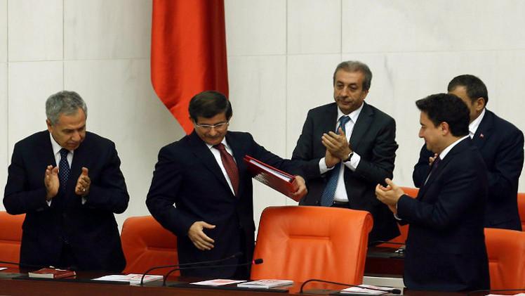 حكومة أوغلو تنال ثقة البرلمان التركي