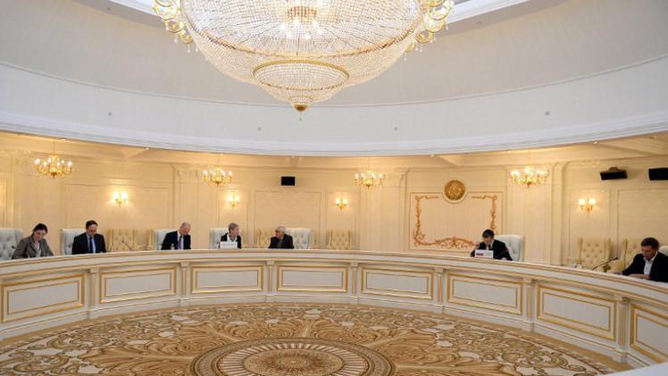 لافروف: لامفر من إصلاح دستوري وحوار وطني شامل في أوكرانيا