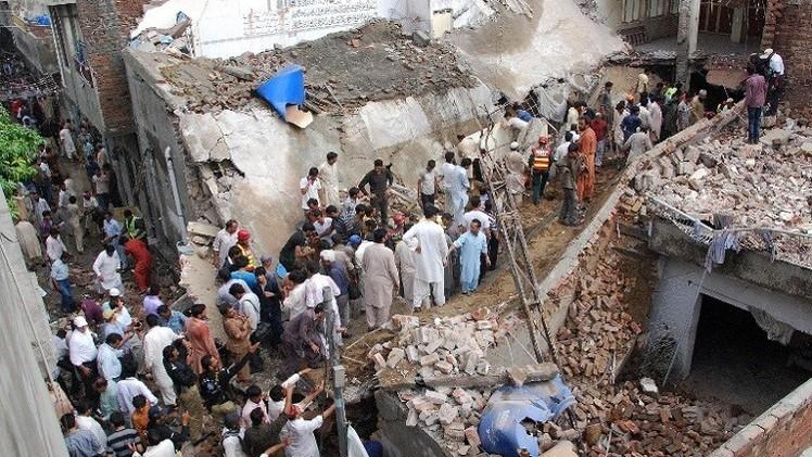 مصرع 24 شخصا بانهيار سقف مسجد في شرق باكستان