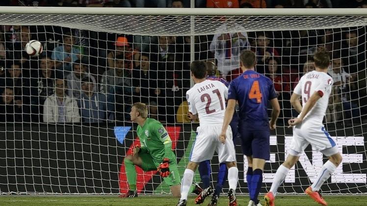 هولندا تسقط أمام التشيك وإيسلندا تكتسح تركيا