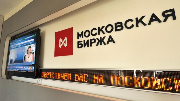 بورصة موسكو تترقب القرار الأوروبي لتطبيق العقوبات ضد روسيا