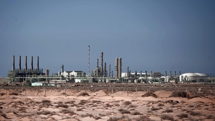 إنتاج ليبيا من النفط يتجاوز 800 ألف برميل يوميا