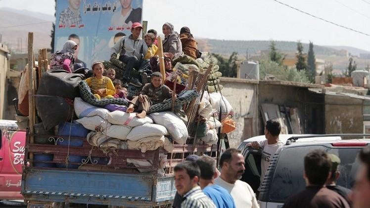 لبنان يقيم مخيمين للاجئين السوريين