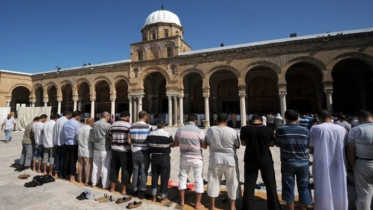 وزارة الشؤون الدينية في تونس تعزل أئمة مترشحين للانتخابات البرلمانية