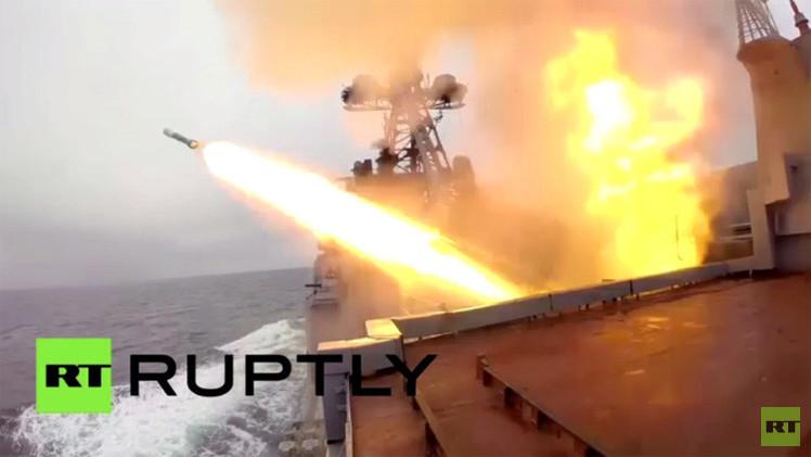 بالفيديو.. سفن أسطول الشمال الروسي تنتقل إلى قاعدة جديدة