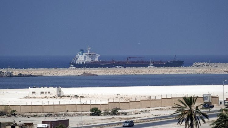 قوات حفتر تسعى للسيطرة على ميناء بنغازي لوقف وصول الإمدادات للإسلاميين