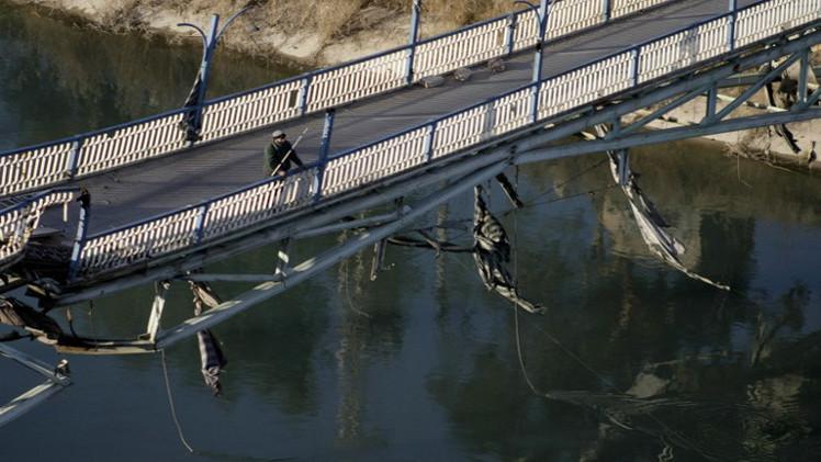 الجيش السوري يدمر جسرا استراتيجيا يسيطر عليه تنظيم الدولة الإسلامية