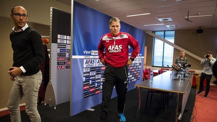 رسميا.. فان باستن يستقيل من تدريب ألكمار