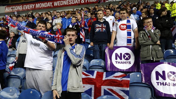 لندن تطلق وعودا وتحذيرات مبطنة للاسكتلنديين عشية استفتاء تقرر المصير