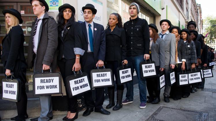 تراجع معدلات البطالة في بريطانيا إلى 6.2%