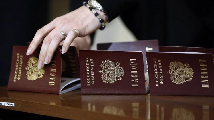 هيئة الهجرة الفيدرالية: جميع سكان القرم تقريبا استلموا جوازات سفر روسية
