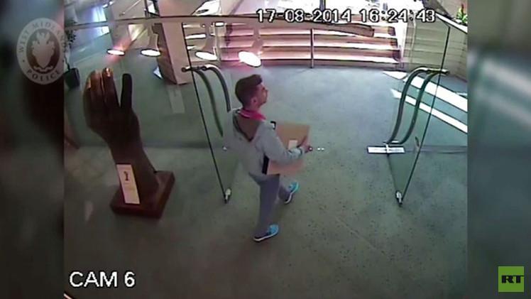 بالفيديو .. لص يسرق لوحة من متحف برمنغهام للفنون