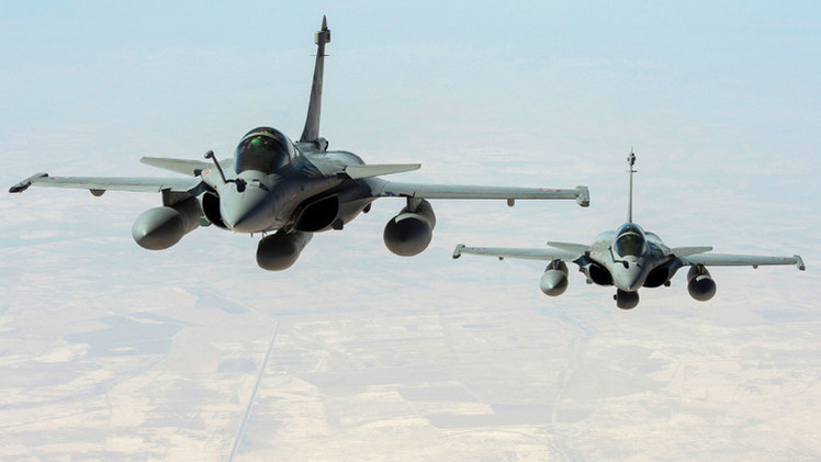 فرنسا توجه أولى ضرباتها الجوية  ضد