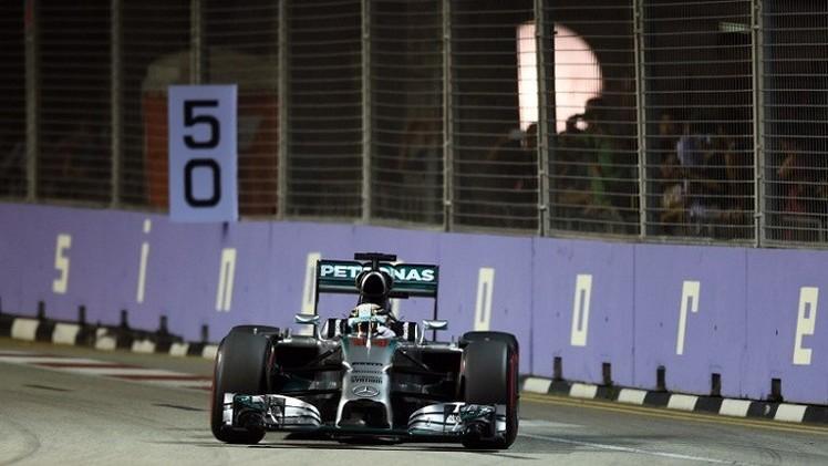 هاميلتون أول المنطلقين في جائزة سنغافورة الكبرى للفورمولا-1