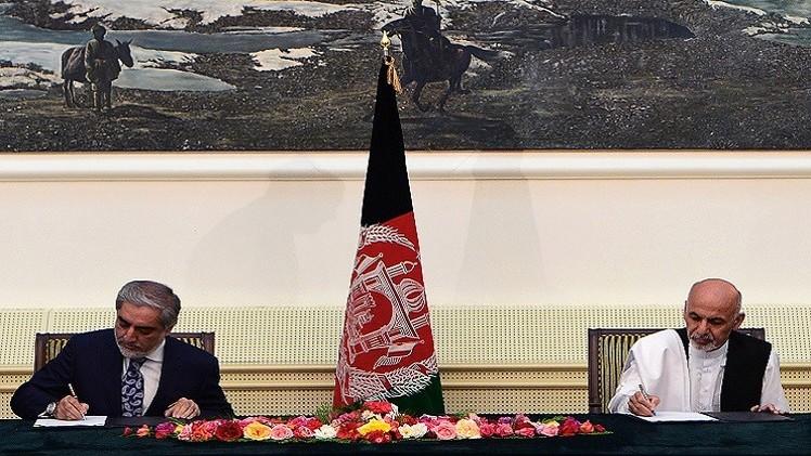 المرشحان المتنافسان في انتخابات أفغانستان يوقعان اتفاق حكومة وحدة