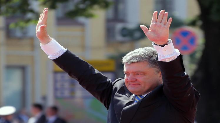 بوروشينكو: تم تدمير 60 % من عتادنا في دونباس