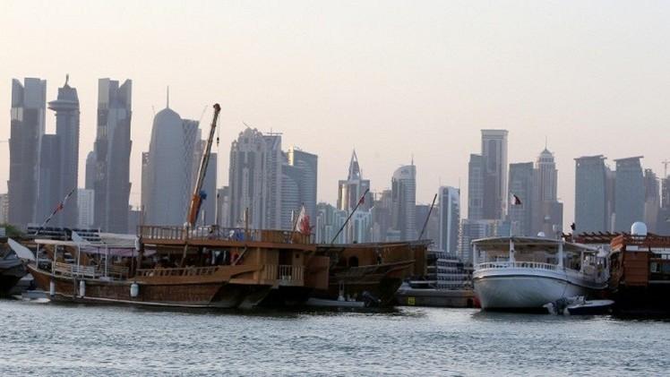 مسؤول بالفيفا يلمح إلى عدم استضافة قطر مونديال 2022