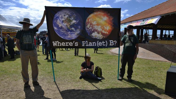 تظاهرات عالمية لحماية كوكب الأرض 54201ea9611e9b93718b