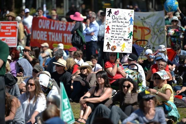 تظاهرات عالمية لحماية كوكب الأرض 54201ef3611e9bf8718b