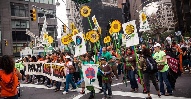 تظاهرات عالمية لحماية كوكب الأرض 54201f33611e9b14168b