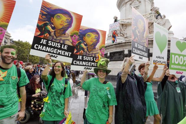 تظاهرات عالمية لحماية كوكب الأرض 54201f71611e9b97068b
