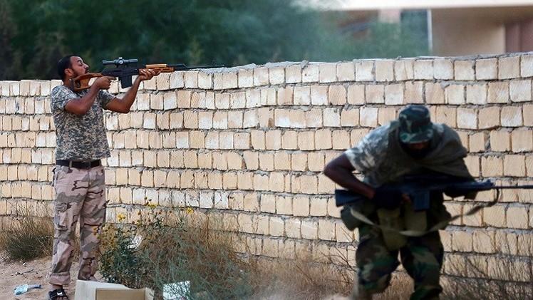 مصادر: 180 قتيلا في قصف مدفعي على قوات موالية للحكومة الليبية