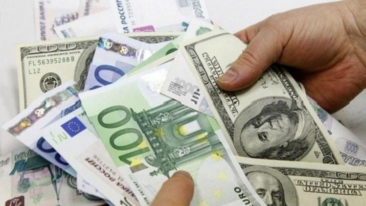 الروبل يتقدم أمام الدولار بعد ارتفاع أسعار النفط عالميا