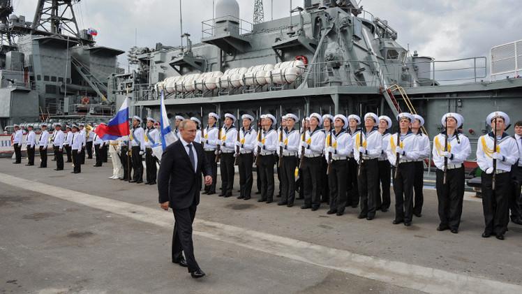 بوتين يتفقد ميناء سترابط  فيه غواصات تحمل صواريخ بعيدة المدى (فيديو)