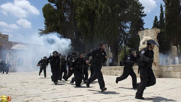 إصابة عشرات المصلين في اقتحام الأمن الإسرائيلي للمسجد الأقصى