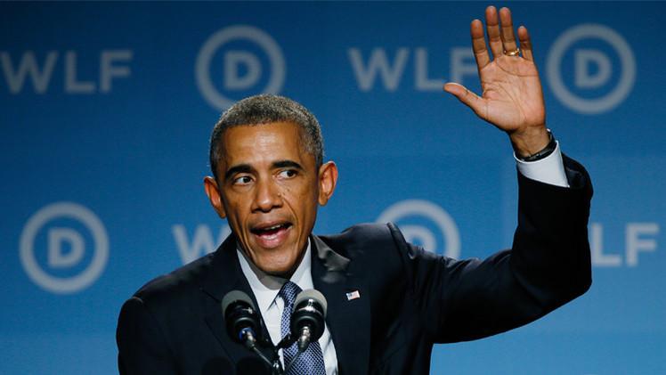 بعد ادائه التحية العسكرية وكوب الماء في يده الرئيس أوباما يتعرض للاستهزاء