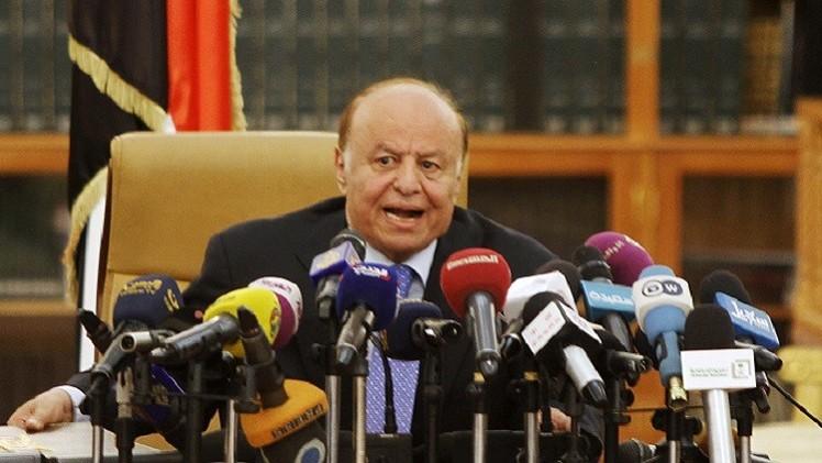 هادي يحذر من حرب أهلية باليمن