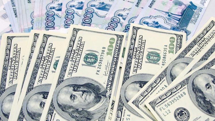 الدولار يجدد تسجيل مستويات قياسية أمام الروبل