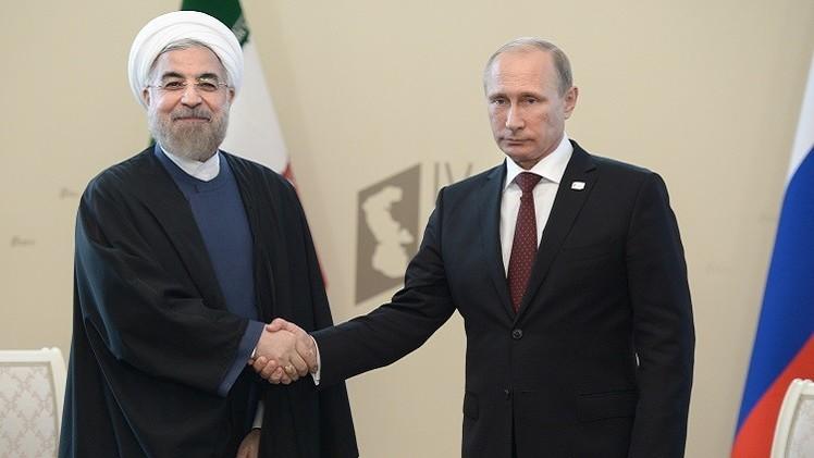 الرئيس الإيراني يشيد بتقدم علاقات بلاده مع روسيا