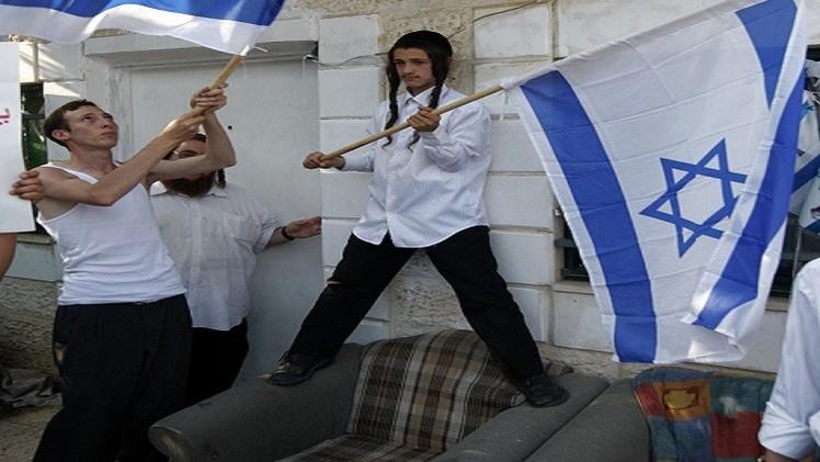 مستوطنون يقتحمون بنايات عربية في القدس