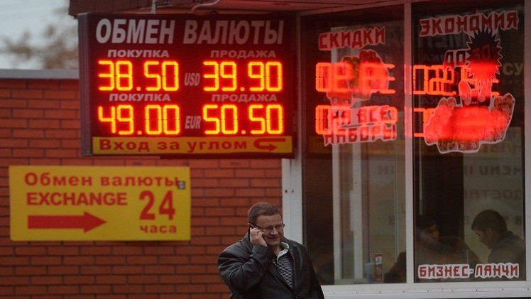 مسؤول روسي: الروبل سيعزز موقفه حال عودة أسعار النفط للصعود