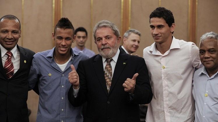 والد نيمار حصل على ملايين اليورهات من صفقة انضمام إبنه لبرشلونة