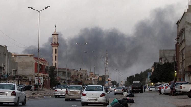 مقتل 13 جنديا ليبيا وإصابة 70 آخرين في هجومين واشتباكات بمحيط بنغازي