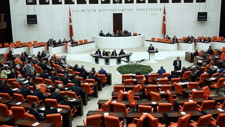 البرلمان التركي يوافق على تفويض الجيش التدخل في سورية والعراق