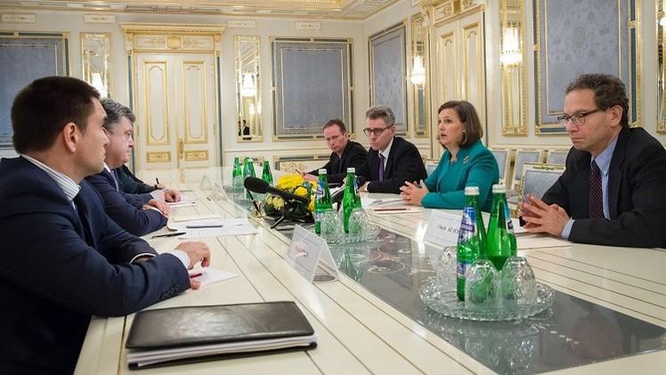 بوروشينكو ونولاند يبحثان تنفيذ اتفاقية مينسك