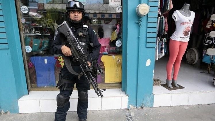 الجيش المكسيكي يحكم قبضته على مدينة إيغوالا إثر اختفاء 43  طالبا