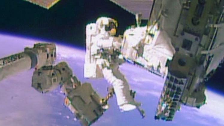أمريكي وألماني يخرجان الى الفضاء الكوني للقيام بأعمال صيانة