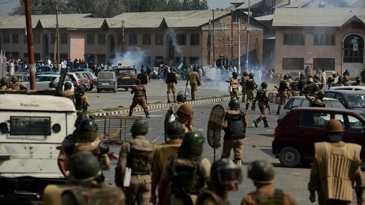 باكستان: ارتفاع ضحايا القصف المتبادل مع الهند في كشمير إلى 17 قتيلا