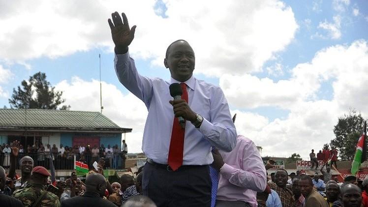 الرئيس الكيني يعود الى بلاده بعد استجوابه أمام المحكمة الجنائية