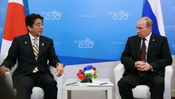 زعيما روسيا واليابان يتبادلان الهدايا بعيدي ميلادهما
